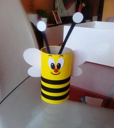 toilete paper roll bee