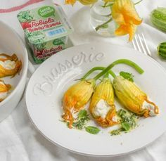 Fiori di zucca ripieni di Robiola Nonno Nanni senza lattosio con salsa alla menta - Le ricette di Nonno Nanni - Ricette