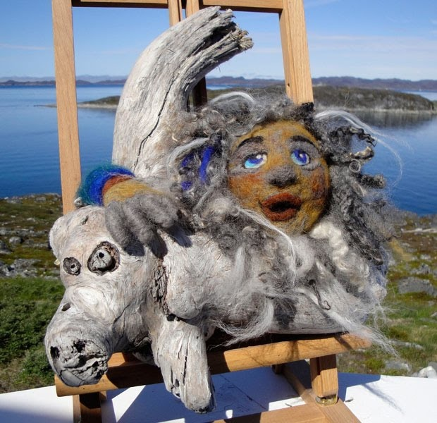 Doo it - just doo it: Drivtømmer og filt. Art by greenlandic artist Dorit Olsen, Nuuk