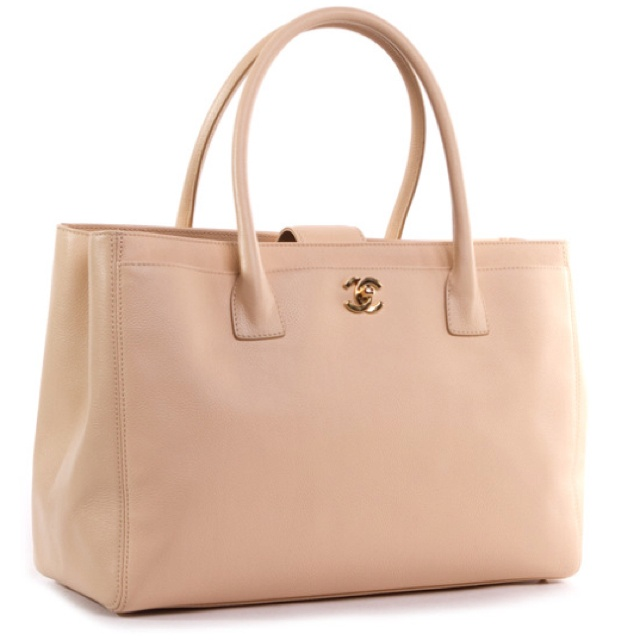 www.batchwholesale com 2013 latest LV handbags online outlet, wholesale HERMES bags online store, fast delivery cheap LOUIS VUITTON handbags Repin & Follow my pins for a FOLLOWBACK!