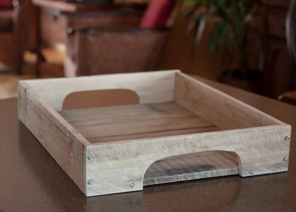 DIY Wood Serving Tray | 99 Pallets. A simple Pallet wood recycling project. I don't know who does the text work at 99 Pallets but I curl up every time I read their descriptions or how too's ;)