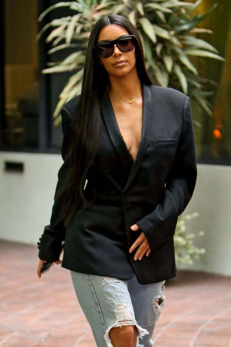 Kim Kardashian At A Medical Building In Los Angeles - January 06, 2017
