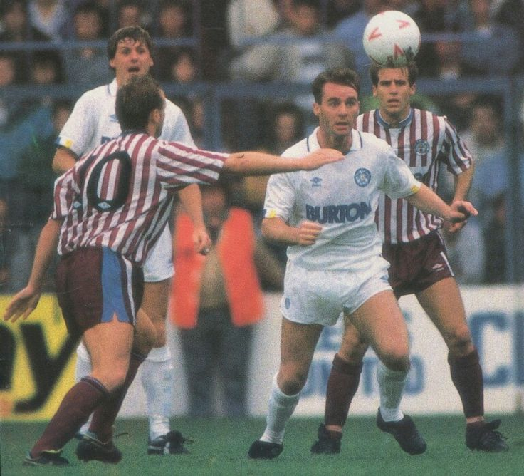 Leeds Utd 1 Man City 1 in Sept 1988 at Elland Road. John Sheridan in action for Leeds #Div2