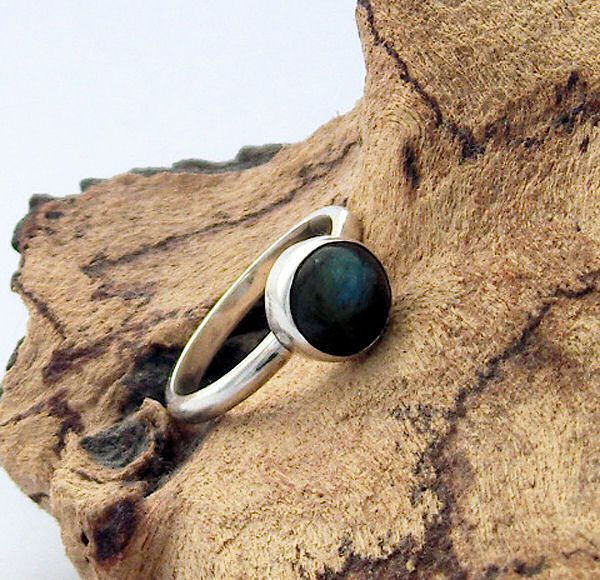 Beautiful Bezel Setting - tutorial on how to make this ring from cooksongold.com