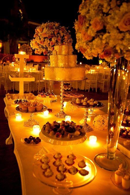 Mesa de dulce estilo elegante y clasicó.Boda organizada por Six Sens en la Hacienda Dzibikak Yucatán.