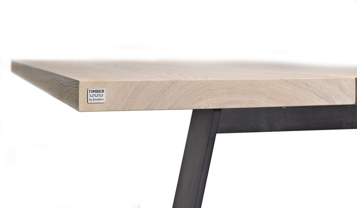 Plankebord i hvidolieret egetræ med jern stel