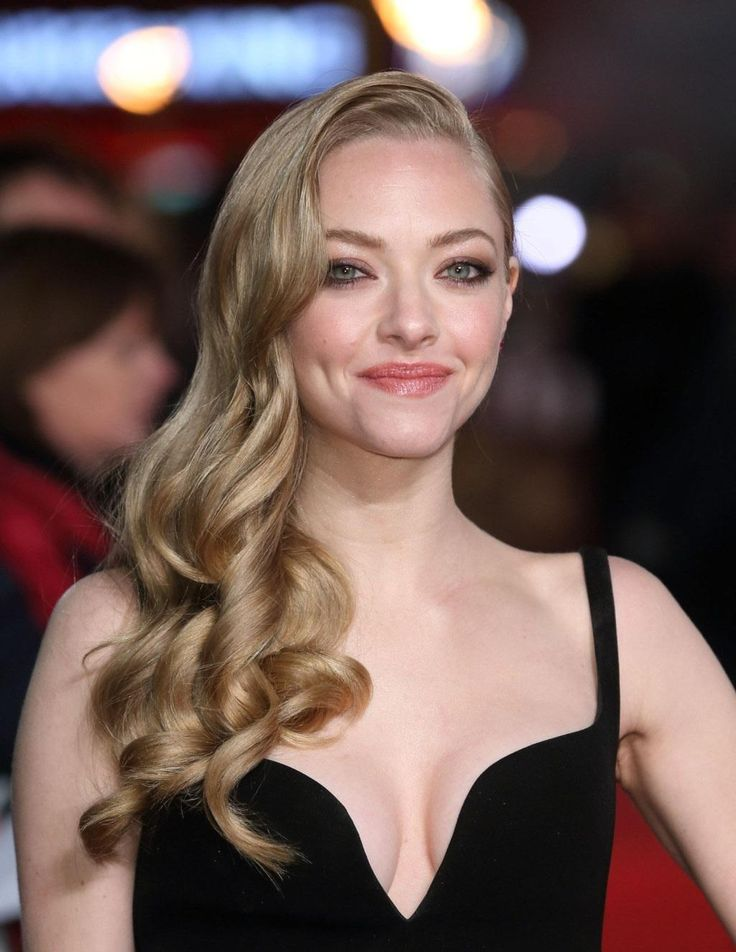 Amanda Seyfried Les Miserables World Premiere London December Black Dress Great Cleavage Amanda Hot