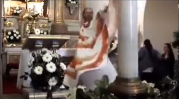 Lady Padre el cura que baila la misa al estilo Loco Mía