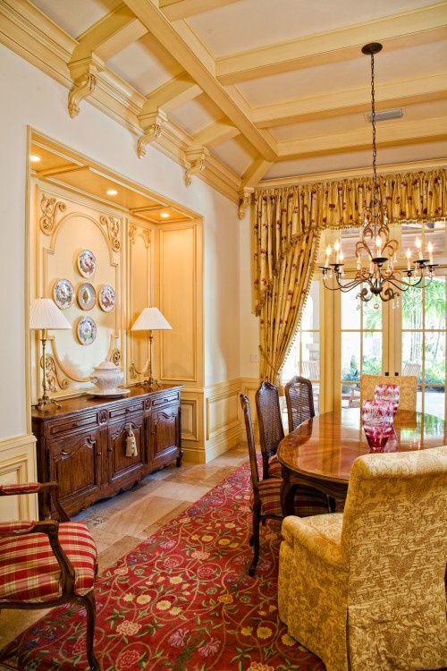 beautiful French Country dining room - I could sit in here for hours enjoying the conversation and people around me. Such a cheerful & bright, happy room to be in.