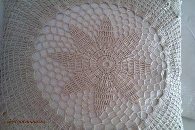 decoraconmaría: cojines Cojín vintage elaborado con labor ganchillo color arena y fondo tela en blanco