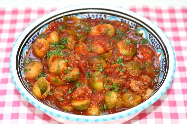 Ook de lekkerste Italiaanse spruitjes met tomatensaus maak je natuurlijk helemaal zelf. Bekijk dit lekkere groente recept op AllesOverItaliaansEten.nl!