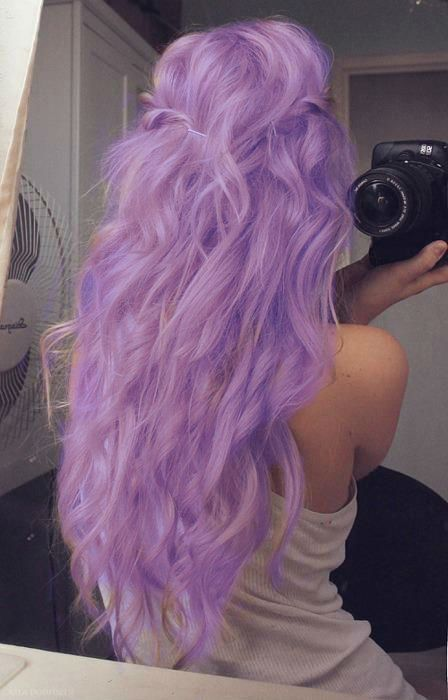 lilac colored hair, i love it! I would soooooo do this if I have a less 'conservative' job!!!
