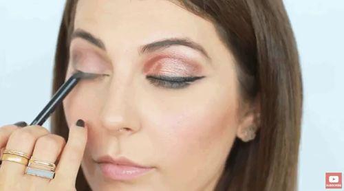 Göz makyajı hakkında ipuçları #2   Kirpik çizginizi koyulaştırın :) ❤💓 https://video.buffer.com/v/5817bfa2106a742f295e055a