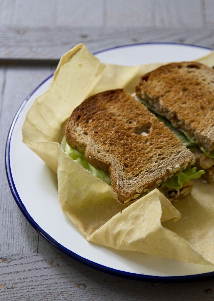 pack a picnic: smashed chick pea sandwiches | reading my tea leaves