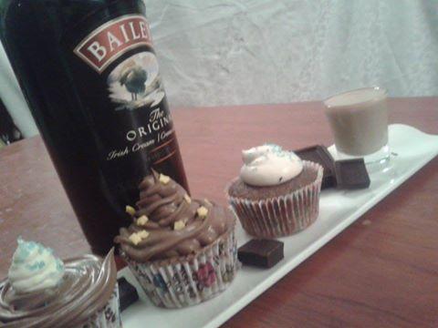 Cupcakes de chocolate con Crema de  Whiskey. / Whiskey Cream Cupcakes.