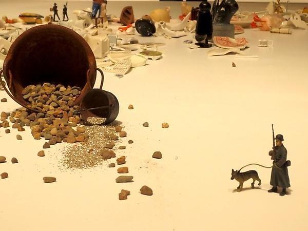 Liliana Porter, installation view of El hombre con el hacha y otras situaciones breves, MALBA-Fundación Costantini, 2013.