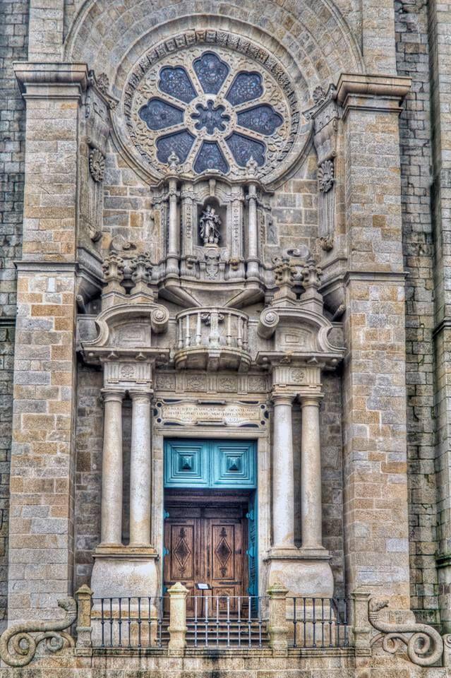 Entrada principal da Sé do Porto www.webook.pt #webookporto #porto #igreja #igrejas