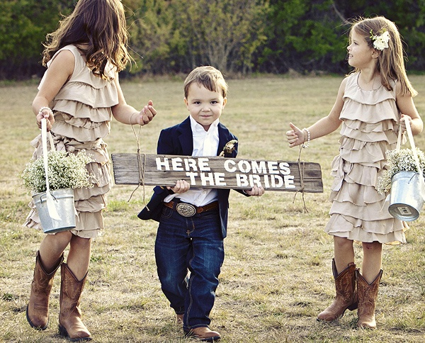 Cute sign for flower girls/ring bearers to carry. Loving those little country girls and country boy! ♥