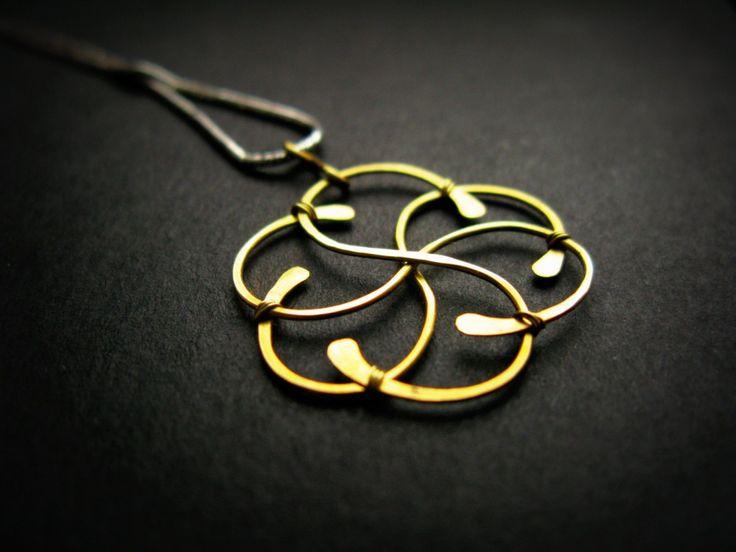 Drôtený prívesok Kvet pre Darinku