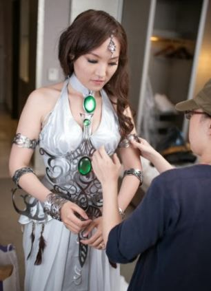 World of Warcraft Wedding~ I think almost every girl loves the Tyrande style dress