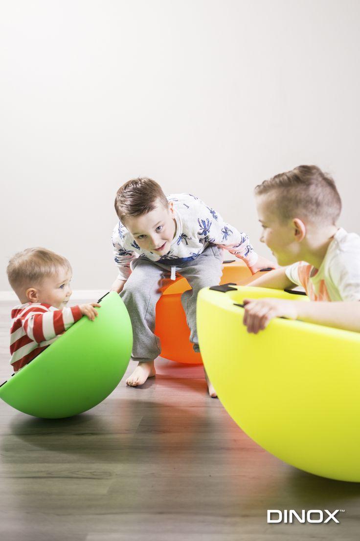 Nämä herkullisen väriset Super- Askelsaarekkeet ovat mitä parhain leikkiväline kehittämään lapsen tasapainoa. Neljä eri kokoa mahdollistaa myös laajemman käyttömahdollisuuden ottaen huomioon lapsen koon. Kävelyn lisäksi pienimmät voivat myös kiipeillä isommissa saarekkeissa. Hyvät liukuesteet pohjassa.