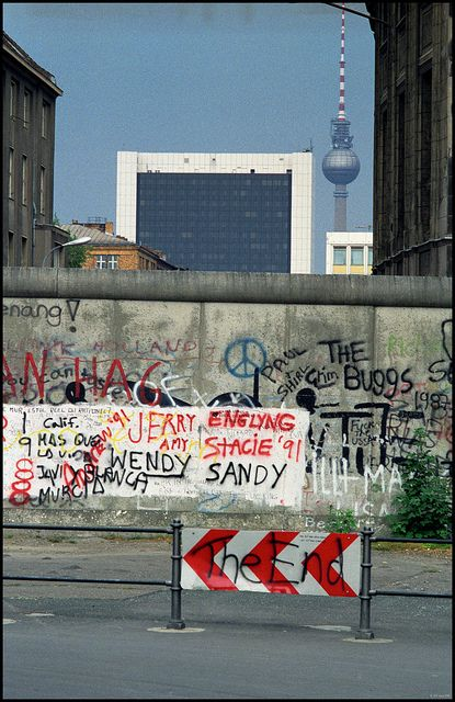 the history of the iron curtain of berlin the berlin wall Trivia trivia questions cold war history iron curtain world cold war: the iron curtain answer these in what year was the berlin wall created x.