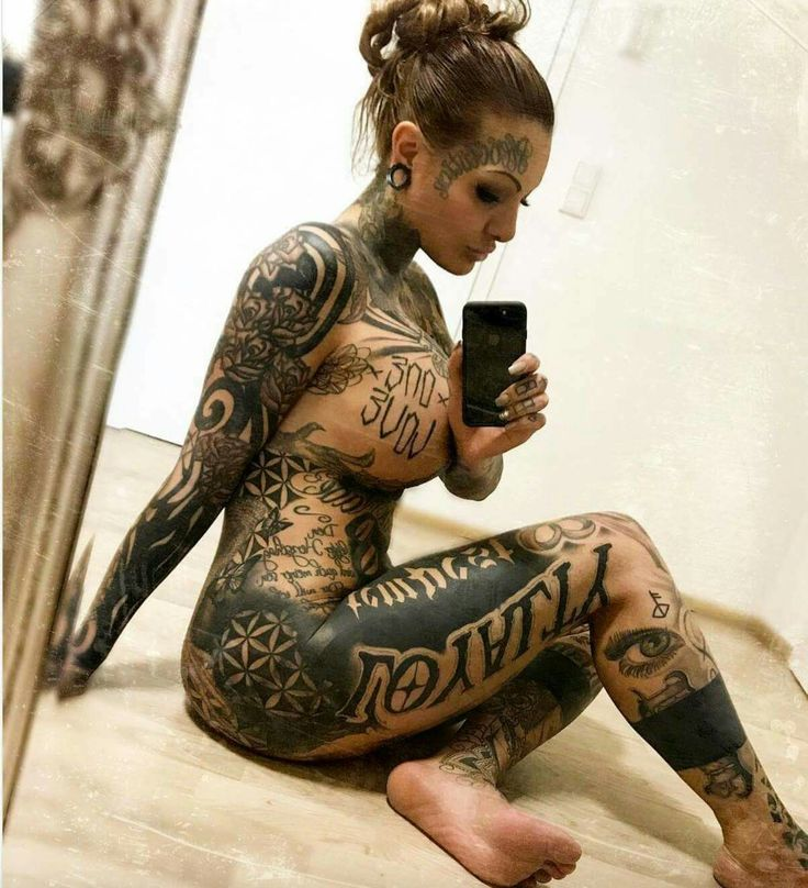 2688 best images about old school traditional tattoos on for Tattooed girl instagram
