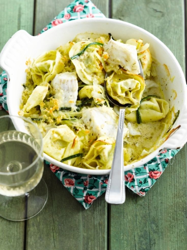 Gebakken pasta met schelvis http://njam.tv/recepten/gebakken-pasta-met-schelvis