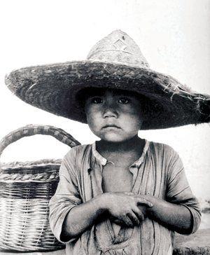 Niño con Canasta. El archivo mexicano de Paul Strand sale a la luz