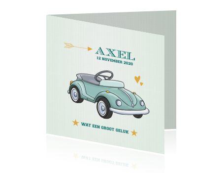 Gaaf vintage stijl geboortekaartje met retro auto illustratie voor een jongen.