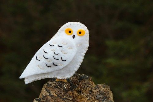 Snowy Owl Felt Ornament - and more than a dozen other free felt bird patterns!