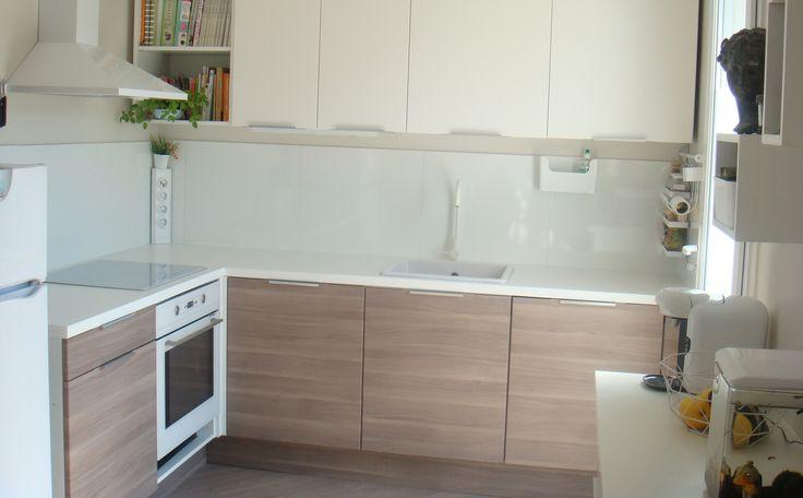 Dans sa #maison, Christelle a choisi une palette de #couleurs douces et claires pour en faire un foyer chaleureux et accueillant. Découvrez sa #déco ici : http://www.ikeafamilylivemagazine.com/fr/fr/article/43494 #IKEA #IKEAFamily #décoration #déco #homedeco #design #scandinave #cuisine