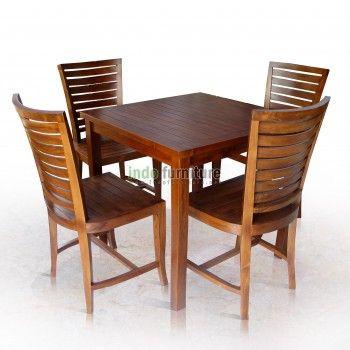 Set Meja Makan dari bahan kayu jati kualitas perhutani yang aman dari resiko penyusutan kayu setelah beberapa bulan. Finishing atau sentuhan akhir meja makan ini menggunakan sending milamine sehingga teksture kayu tetap nampak