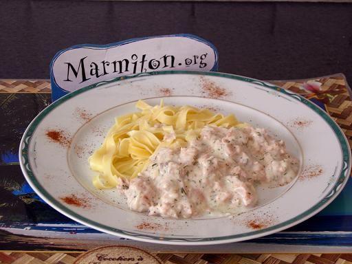 Tagliatelles au saumon frais - Recette de cuisine Marmiton : une recette