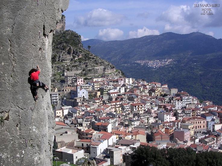 Arrampicare free climbing a Ulassai Ogliastra Sardegna | Hotel Su Marmuri *** - HOTEL IN SARDEGNA