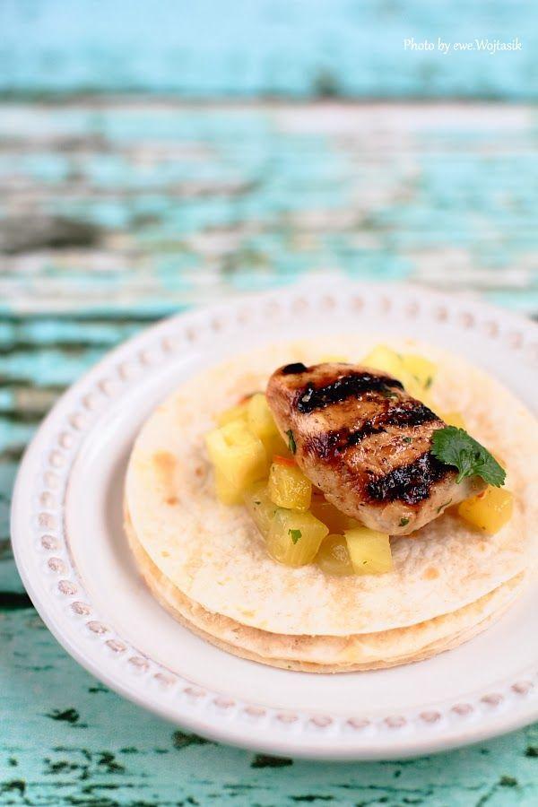 Lubię to... gotowanie!: Grillowany kurczak. Ananas, chilli i kolendra. Tacos.