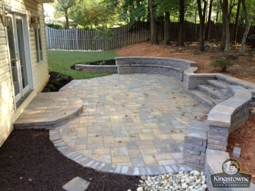 Paver Patio With Free Flowing Block Seat Wall