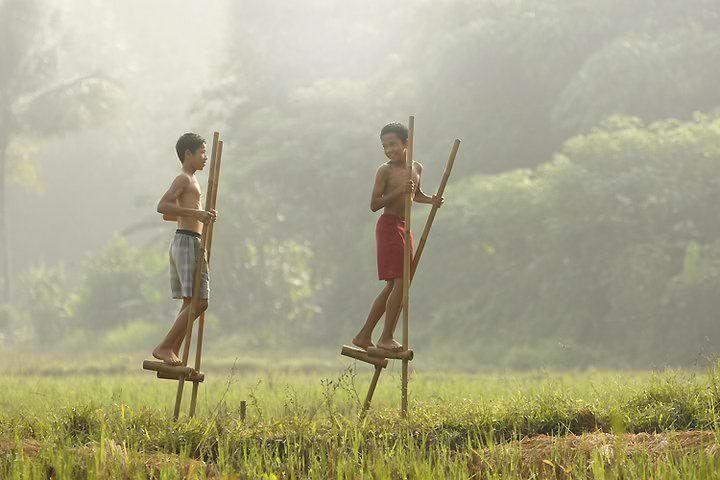 Enggrang, Indonesian traditional games