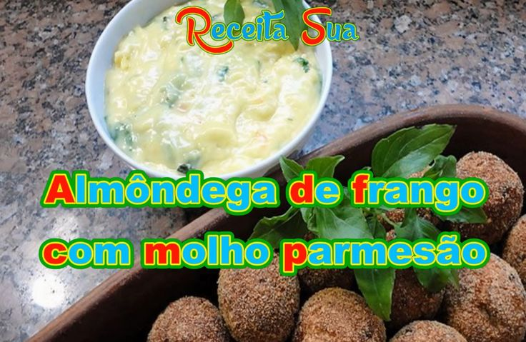 ALMÔNDEGA DE FRANGO COM MOLHO PARMESÃO. Receita completa: http://receitasua.com/almondega-de-frango-com-molho-parmesao