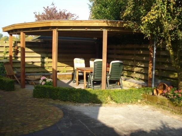 Tuin knutsel idee n eenvoudige overkapping in de hoek van de tuin door brigitte08 buiten - Prieel tuin ...