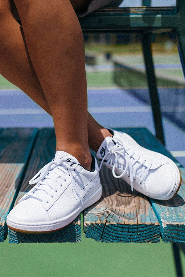 Sport the Nike Tennis Classic Ultra Leather shoes for a clean, retro tennis-inspired look off the court.