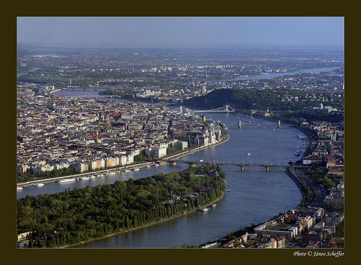 The Danube river and Margaret iland. In order the bridges seen here are : Maragret Bridge, the Széchenyi chain bridge,  Elisabeth bridge, Liberty bridge, Petöfi Bridge and Rákoczi Bridge
