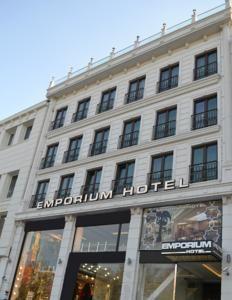 #Otel #Oteller #OtelRezervasyon - #Fatih, #İstanbul - Emporium Otel Fatih - http://www.hotelleriye.com/istanbul/emporium-otel-fatih -  Genel Özellikler Bar, 24-Saat Açık Resepsiyon, Teras, Sigara İçilmeyen Odalar, Aile Odaları, Asansör, Hızlı Check-In/Check-Out, Emanet Kasası, Ses Yalıtımlı Odalar, Isıtma, Bagaj Muhafazası, Bütün genel ve özel alanlarda sigara içmek yasaktır, Klima Otel Etkinlikleri Oda Servisi, Çamaşırhane, Ku...