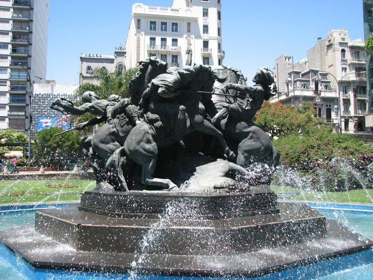 Plaza del Fabini, monumento al Entrevero. Montevideo, Uruguay
