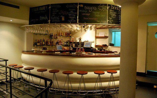 Cafeterias modernas buscar con google pastelerias for Decoracion cafeterias modernas