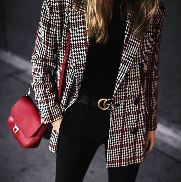 Click for outfit details! Plaid oversized double-breasted blazer, black high-waisted pants, classic black turtleneck, baker boy hat, red leather cross body bag, classic black loafers {Mango, Gucci, Brixton, travel style, classic style, fashion blogger, Bl