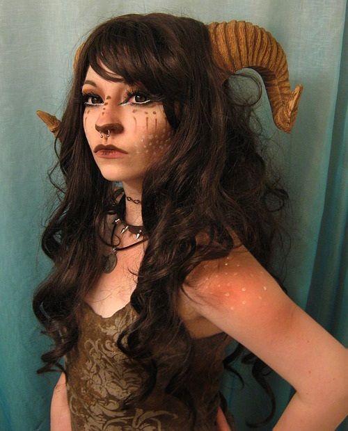 Halloween makeup ideen frau faun satyr hörner