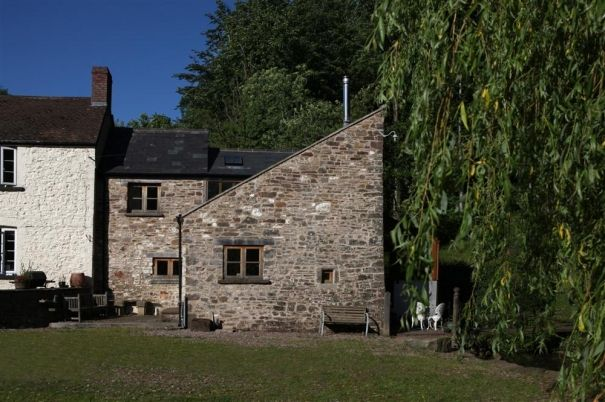 Cwm Cayo Mill Cottage: self-catering holiday cottage to rent in Abergavenny sleeps 4 in 2 bedrooms.
