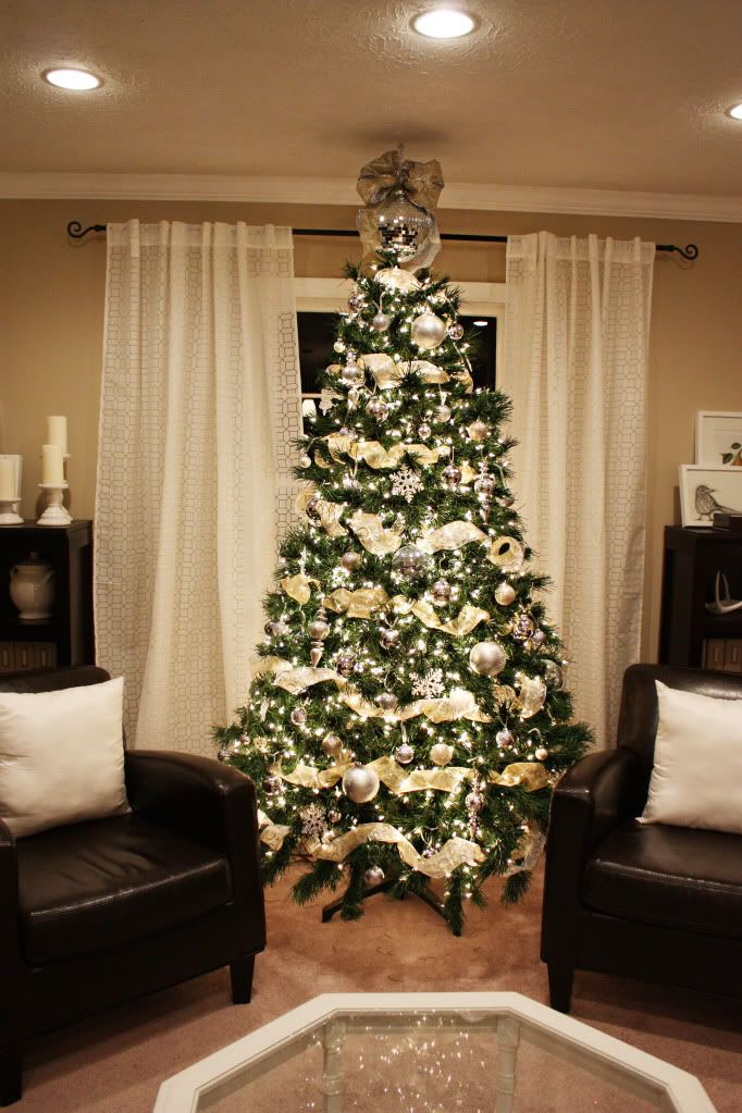 1000 images about christmas trees on pinterest How to hang garland on a christmas tree