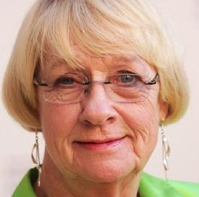 """Kathryn Joosten dies  Mon, Jun 04, 2012, 2:08 am PDT  The character actress best known for her role of Karen McCluskey on """"Desperate Housewives"""" passed away at the age of 72 at her home in Los Angeles.  Kathryn Joosten had fought lung cancer for the past 11 years. She won two Emmy Awards for her work on """"Desperate Housewives."""""""